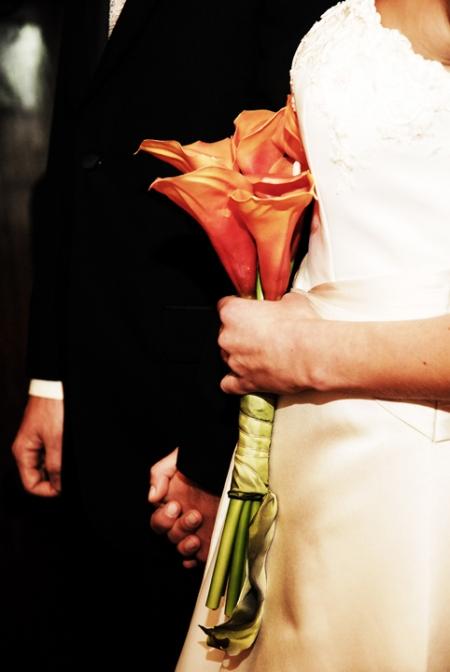 hands-and-flowerslmphoto